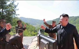 주도권 찾았다고 축배들 때 북은 ICBM 쐈다