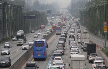 휴가철 본격 시작…29일 오전부터 고속도로 정체 심화