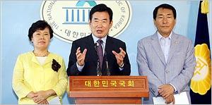 뜨거운 감자,종교인과세 유예 법안 기자회견