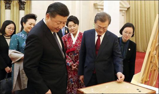 중국 가서 촛불 자랑 '중국 악몽' 연상시키기