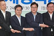 [데스크칼럼] '골든타임 5년'...한국 경제 생산적 내실이 먼저다
