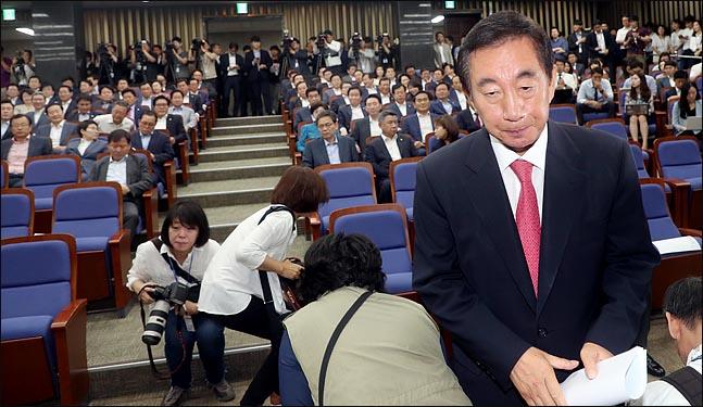 한국당, 차라리 당 해산하는 전당대회를 열어라