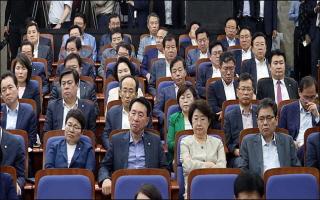 한국당, 법사·환노위원장 후보에 '3선' 여상규·김학용 선출