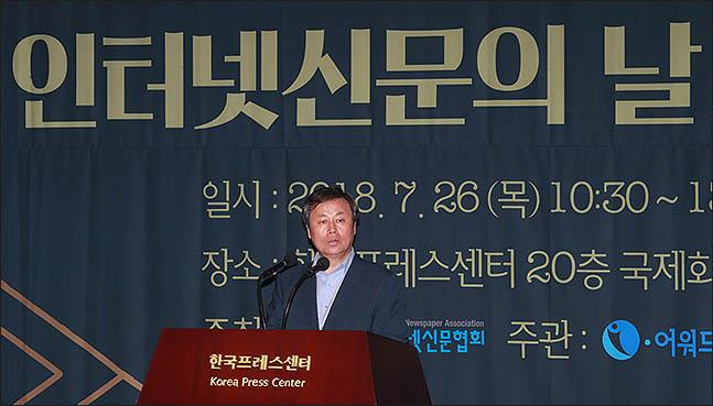 """文대통령 인터넷 신문의날 축사 """"언론의 과감한 혁신 국민과 응원"""""""