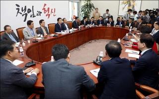"""한국당 초선의원 14명 """"당협위원장직 내려놓는다"""""""