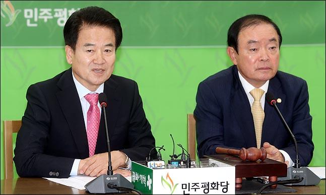 """'방북' 정동영, 야당 향해 """"판문점선언 비준동의"""" 또 압박"""