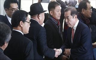 김병준, 5·18 비하 논란에 당 안팎서 '진퇴양난'