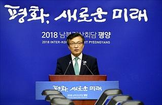 '내로남불 정권'의 '위선(僞善) 대변인'