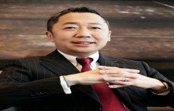 """[CEO가 뛴다-37] 박정원 두산그룹 회장 """"디지털 전환·미래 먹거리에 속도 낸다"""""""