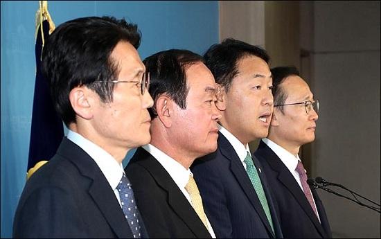'일당독재' 꿈꾸는 민주당과 곁불 쬐는 위성정당들
