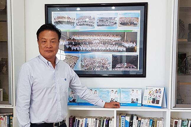 "[D-피플라운지] '캄보디아 선구자' 이용만 DGB특수은행장 ""상업銀 전환 착수"""