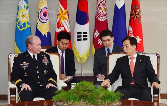 """""""한국군이 한미연합사령관!"""": 북핵 위협에도 열광만 하나?"""