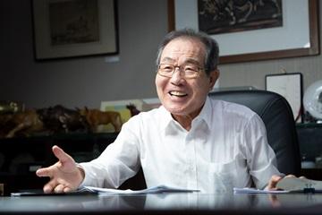 "[CEO가 뛴다-68] 윤동한 한국콜마 회장 ""목표는 글로벌 뷰티헬스그룹"""