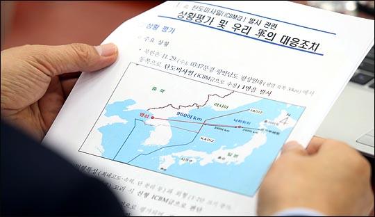 """[데일리안 여론조사] 北미사일 대응 """"잘못하고 있다"""" 55%"""