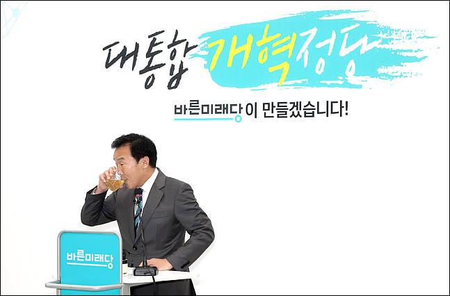 안팎에서 공격받는 '손학규 선언'…정치적 험로 예고