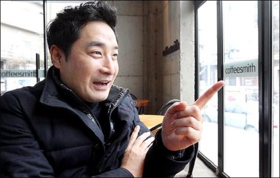 김건모, 강용석과 여성, 한쪽은 초인적으로 뻔뻔하다