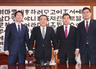 [데일리안 여론조사] '내일 총선이라면...' 민주당 34.7% 한국당 31.3% 지지