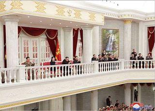 김정은, 김정일 생일 '광명성절' 맞아 금수산 참배…22일만에 등장