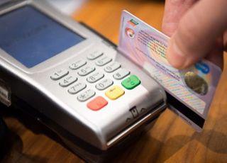 카드 해외 사용액, 글로벌 금융위기 이후 첫 감소