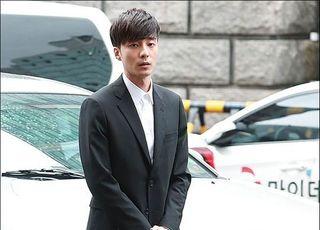 [스타 초점] '기소유예' 로이킴, 가요계 컴백 가능할까