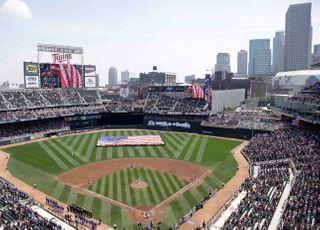 [코로나19] '제트풍선·사인 제한' MLB·NPB의 고육지책