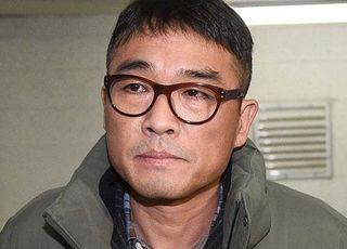 """'성폭행 혐의' 김건모 검찰 송치 """"피해자 진술 일관성 있다"""""""