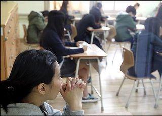 [코로나19] '3대 감염조건' 다 갖춘 학교, 예정대로 개학할까?