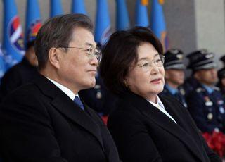 김정숙 여사, 靑 경호관에 개인 수영 강습 의혹