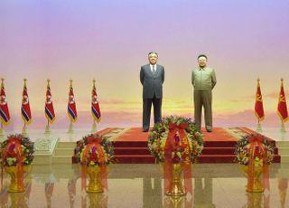 """김정은, 집권 후 최초로 태양절 참배 불참 가능성…정부 """"매우 이례적"""""""