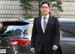 """법원, """"이재용 재판부 바꿔달라"""" 특검 기피신청 기각"""