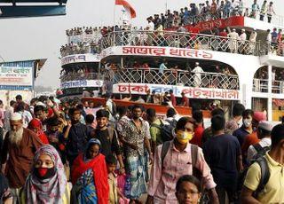 [코로나19] 방글라데시, 종교 지도자 장례식에 10만명 몰려