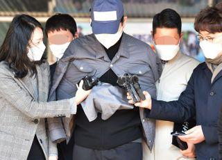'라임 사태 핵심' 김봉현, 영장심사 출석…묵묵부답