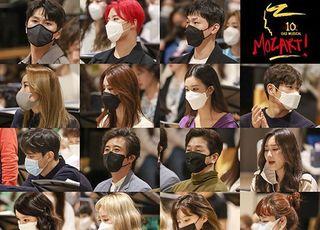 '마스크 쓰고 강렬한 눈빛' 열정 가득 '모차르트!' 연습현장