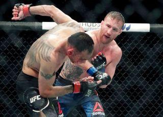 [UFC 249] 벨트 내던진 게이치, 하빕만 보인다