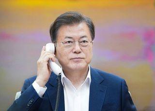 文대통령, 시진핑과 '오후 9시'에 통화…'방한?' 무슨 얘기 나눴나