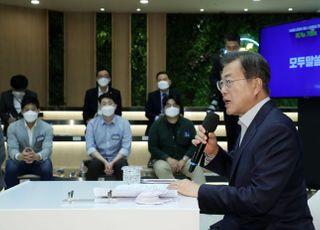 """스타트업계 만난 文대통령…""""말뿐인 육성"""" 비판 잠재우나"""