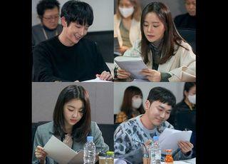 이준기·문채원, 살인마 남편과 형사 아내…tvN '악의 꽃'