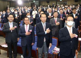 일단 한 보 물러난 '윤미향 국정조사'…신중해진 통합당