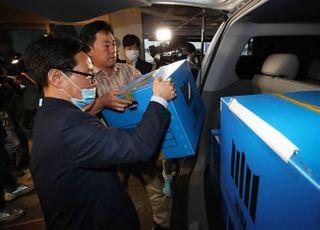 윤미향 사태로 갈라진 민주당…文 정부 국정운영에 부담