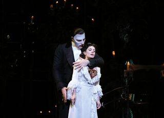 한국서만 볼 수 있는 '오페라의 유령', K-방역 상징으로