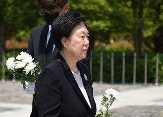 """노무현 추도식 참석한 한명숙, 뇌물수수 유죄 관련 """"결백하다"""""""
