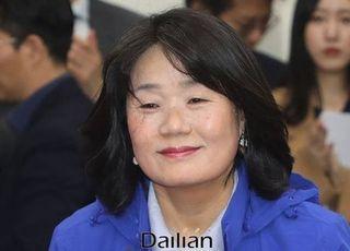 '만두 요리사' 윤미향의 침묵…향후 거취는