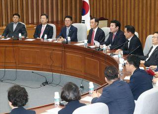 """화기애애하게 '역사속으로' 사라진 미래한국당…""""통합당과 하나됨 결의"""""""