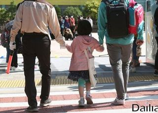 '사회적 거리두기'로 복귀할까?…49일 만에 신규환자 40명대