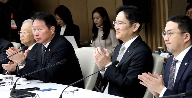 '오너 리스크'에도 꿋꿋한 삼성·SK그룹株…투자 신뢰도 더 커지나