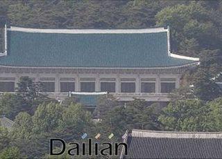 """靑 """"윤미향 거취, 文대통령이 관여할 부분 아냐"""""""