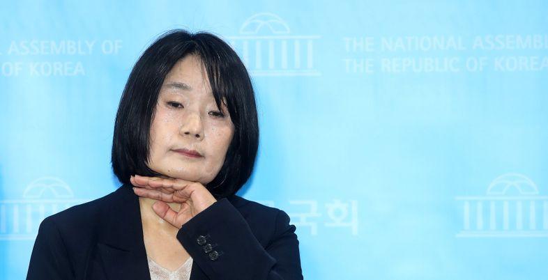 [풀리지 않는 윤미향 의혹③] '딸 美유학 자금'은 어디서