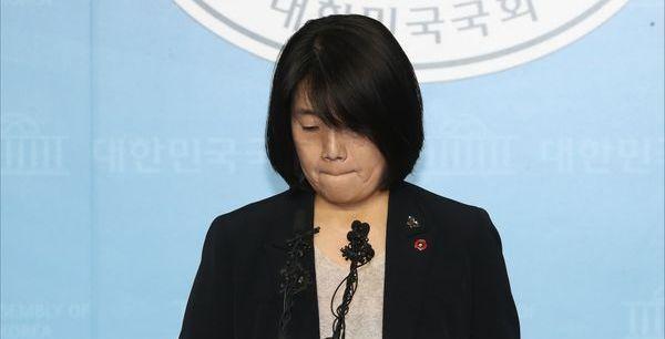 [풀리지 않는 윤미향 의혹⑤] '상식의 가치 혼돈스러운 하루'…탄식 이어진 날