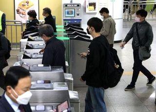 부산서 마스크 착용 요구한 역무원 폭행 30대 경찰 조사