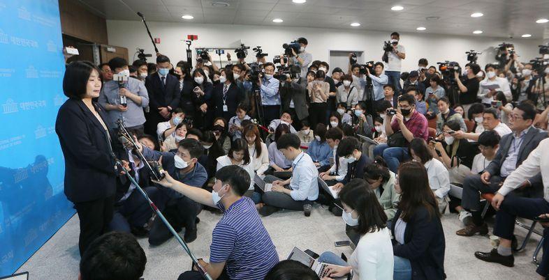 """북한이 윤미향을 왜?…""""남조선 보수패당이 진보세력 매도"""" 두둔"""